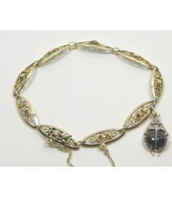 Bracelet or jaune et breloque insecte