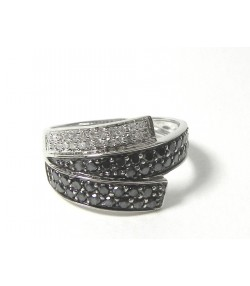 Bague design pavage diamants blancs et noir