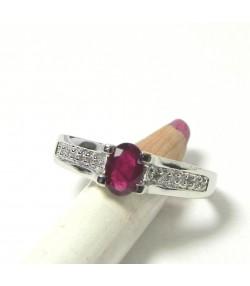 Elégante et moderne bague or blanc, rubis ovale et diamants