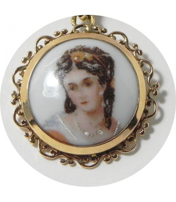 """""""Songeuse"""" médaillon en porcelaine de limoges émaillé entour or 750°°/°°"""