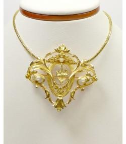 Broche-pendentif en or jaune et perles